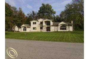 30810 Embassy St, Franklin, MI 48025