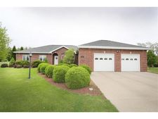 N460 Foxwood Dr, Greenville, WI 54914