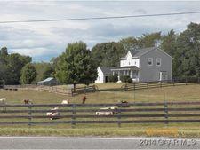752 Hermitage Rd, Staunton, VA 24401