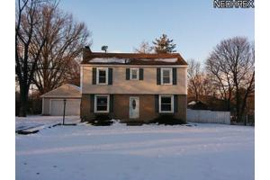637 Killian Rd, Akron, OH 44319