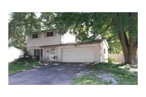 4955 Crestbrook Dr, Waterford Twp, MI 48328