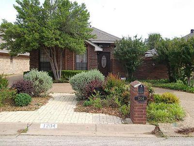 1204 Meadow Ridge Dr, Denton, TX