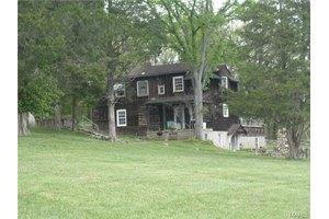 191 Valley Springs Rd, Dittmer, MO 63023
