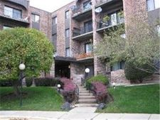 601 W Huntington Commons Rd Apt 104, Mount Prospect, IL 60056
