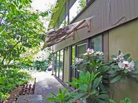 8513 23rd Ave NE, Seattle, WA 98115