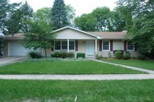 1025 Penkridge Dr, Iowa City, IA 52246