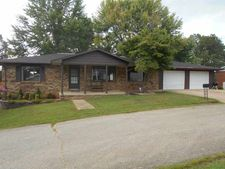 1301 Crestview Dr, Doniphan, MO 63935
