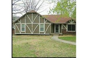 3812 NW Briarwood Dr, Blue Springs, MO 64015