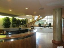 100 Cuttermill Rd Apt 5K, Great Neck, NY 11021