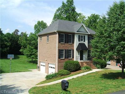 6731 Fairwood Ct, Clemmons, NC