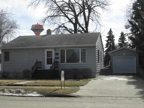 124 9th St Se, Rugby, ND 58368