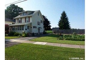 35 Farnsworth Ave, Oakfield, NY 14125