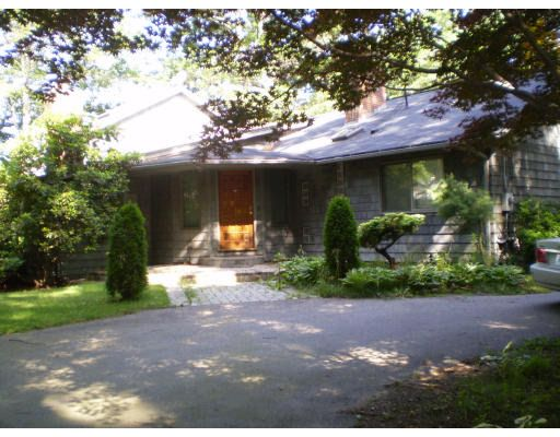 33 6th St, Brimfield, MA 01010
