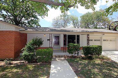 3121 Meadow Oaks Dr, Haltom City, TX