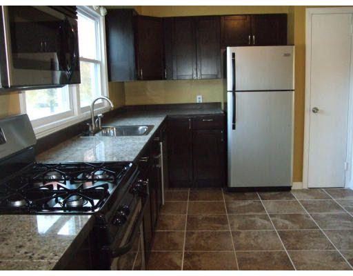 93 Woodbridge Rd, Chicopee, MA 01022