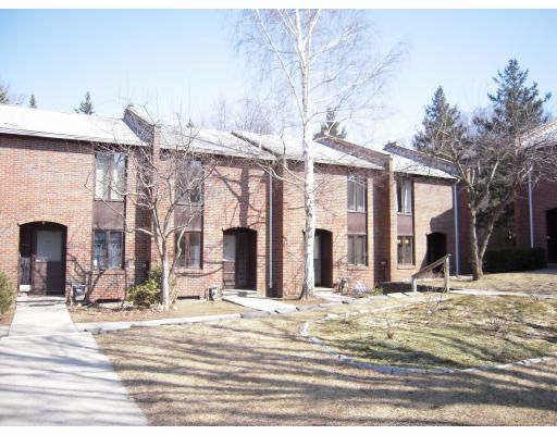 22 Webster Ct, Amherst, MA 01002