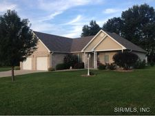 116 S Timberview Dr, Staunton, IL 62088