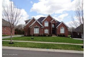 518 Locust Creek Blvd, Louisville, KY 40245