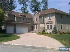 1 Ingleside Ct, Old Tappan, NJ 07675
