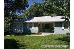 620 Lakeview Dr, Camdenton, MO 65020