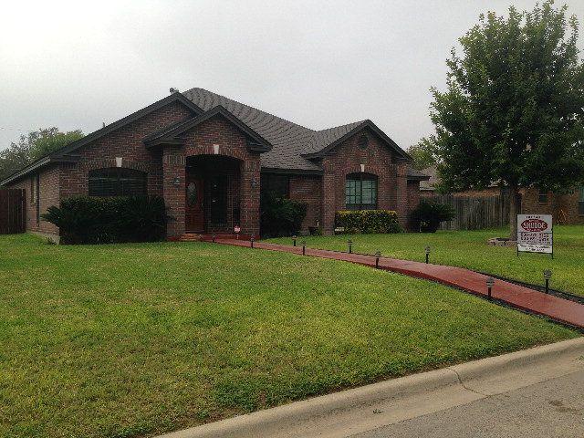 609 Sunrise Ave, Uvalde, TX 78801