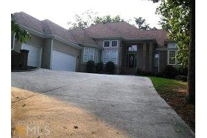 220 Oak Mnr, Fayetteville, GA 30214