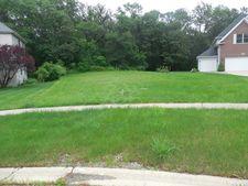 9021 Darien Woods Ct, Darien, IL 60561