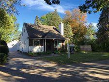 1515 Grinshaw St, Commerce Township, MI 48382