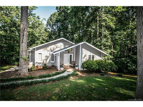 4001 Oldfield Rd, Charlotte, NC 28226