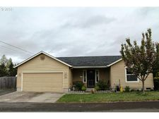 484 N Moss St, Lowell, OR 97452