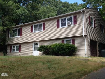 239 Dogwood Dr, Bridgeport, CT