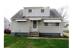 14801 S Gallatin Blvd, Brook Park, OH 44142