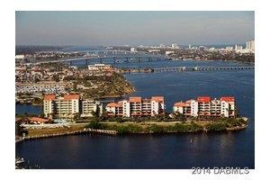 752 Marina Point Dr, Daytona Beach, FL 32114