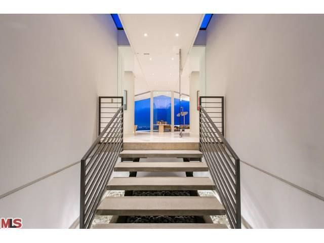 1407 Tanager Way, Los Angeles, CA 90069