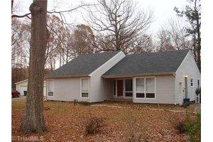 4 Old Farm Ct, Greensboro, NC 27407