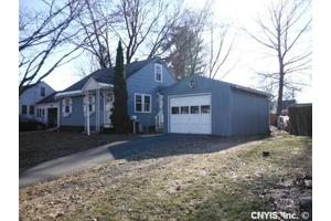 138 Maple Manor Dr, Clay, NY 13212