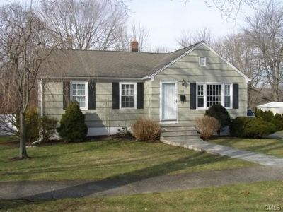 168 Winslow Dr, West Haven, CT