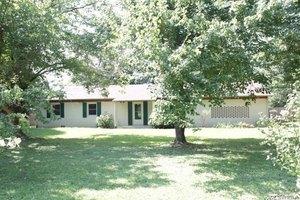 3016 Bells Hwy, Jackson, TN 38305