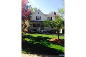 420 Grove St, Glen Rock, NJ 07452