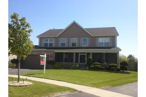8 Chadwick Ct, LAKE IN THE HILLS, IL 60156