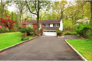 11 Greenbrier Rd, Green Brook Twp., NJ 08812