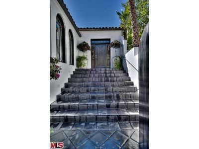 8600 Hollywood Hills Rd, Los Angeles, CA