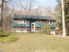 9 Chuck Wagon Ln, Danbury, CT 06810