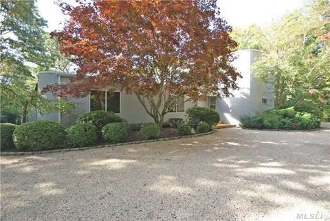 22 Fox Hollow Dr, East Quogue, NY 11942
