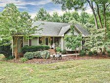 21038 Pine Ridge Dr, Cornelius, NC 28031