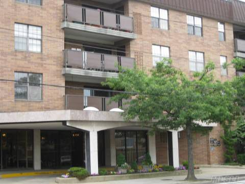 360 Central Ave Apt 306 Lawrence, NY 11559