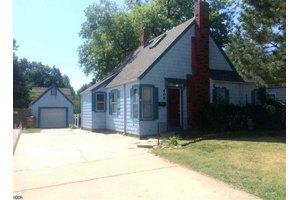 409 E 17th Ave, Hutchinson, KS 67501