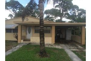 1061 W 4th St, Riviera Beach, FL 33404
