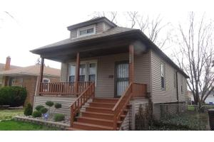 9006 S Kingston Ave, Chicago, IL 60617