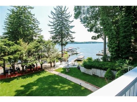 1 Woods Rd, New Fairfield, CT 06812